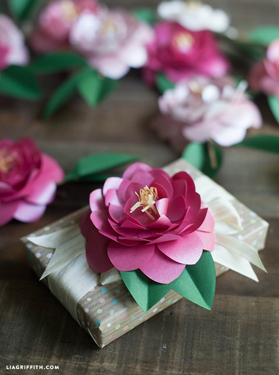Metallic_Paper_Camellia_Gift_Topper_DIY