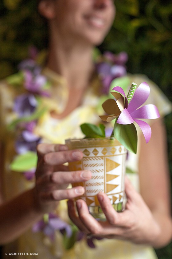 Paper_Flower_Lei_Straw