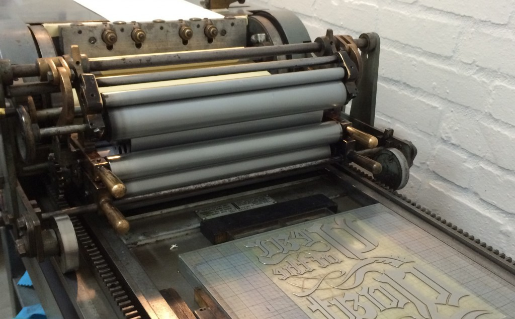 Photopolymer plate on press bed