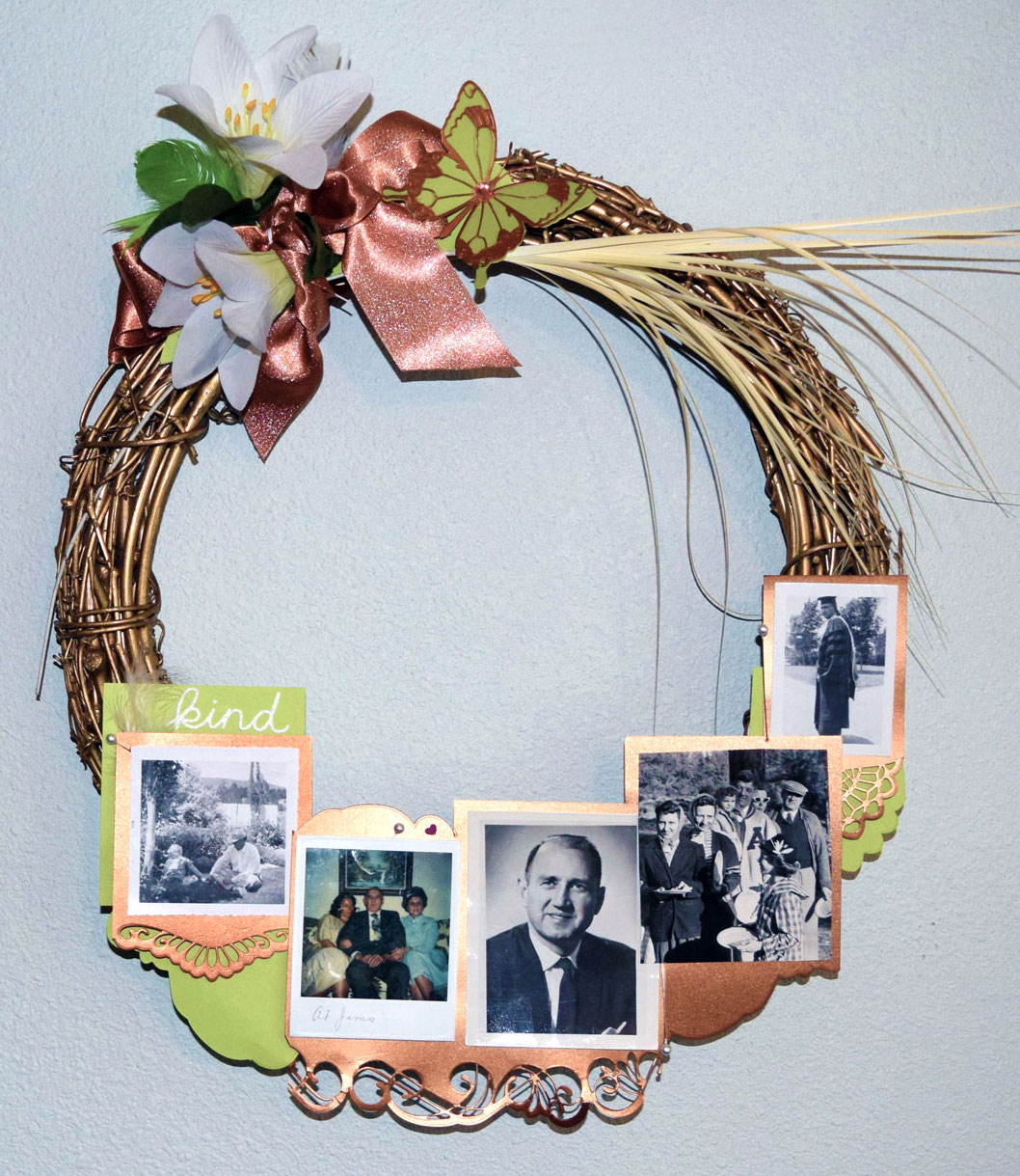 PaperPapersFamilyWreath01 creative wreath expressing the love we have for our family - PaperPapersFamilyWreath01 - Creative Wreath Expressing the Love we have for our Family